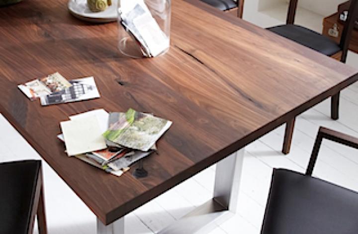 Tisch KURUMI-X m. Holzgestell, Walnuss massiv 4 cm